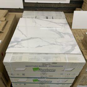 Marble Chic Statuario 25x75 bij Vlagsma tegelwalhalla